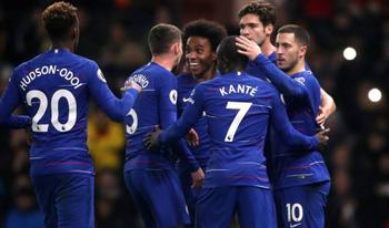 Chelsea: Full back không phù hợp với 4-3-3