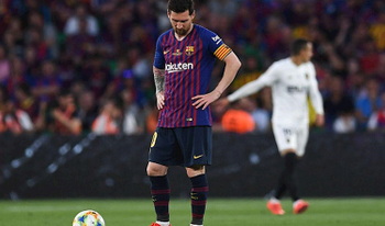 Barca ơi, cứ như này thì tội Messi lắm!